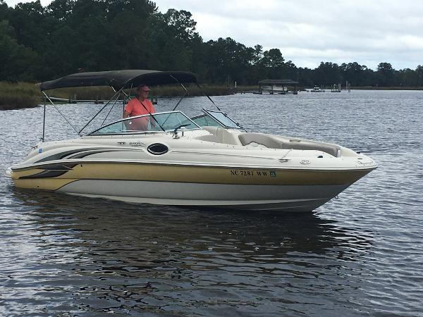 Sea Ray 240 Sundeck Profile - Starboard Side Water