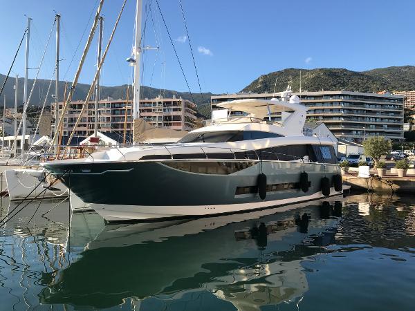 Prestige Yachts 750 Prestige Yachts 750