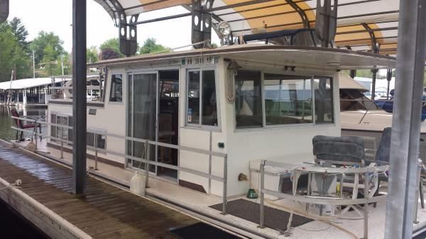 Gibson Houseboat In the covered slip