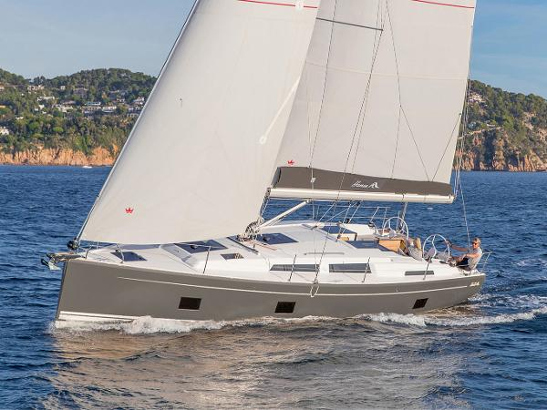 Hanse 418 Shown in optional color