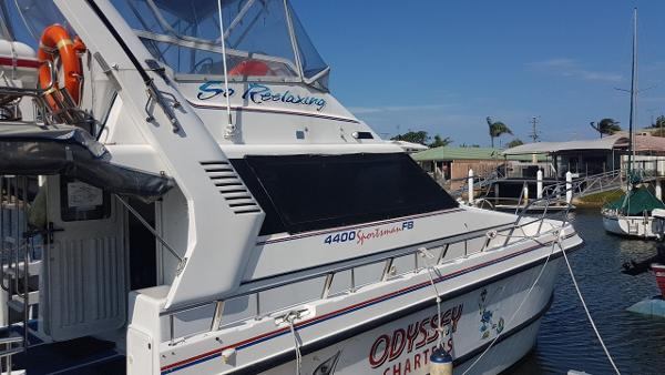 Custom Noosa Cat 4400 FB Walkaround