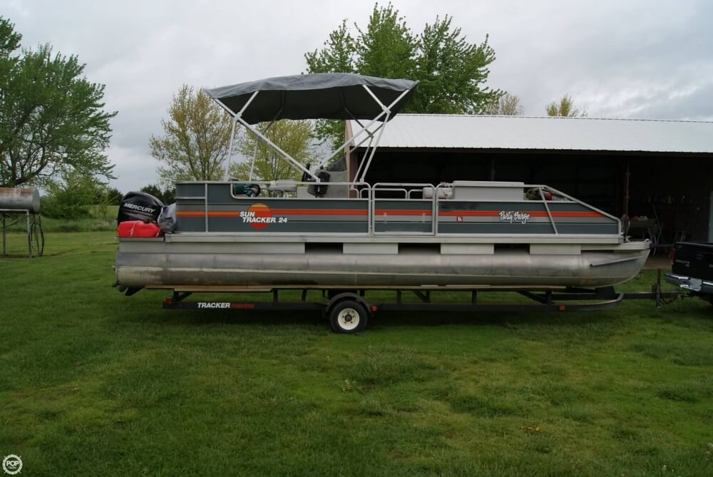 1986 Sun Tracker 24 Party Barge Wheatland Missouri