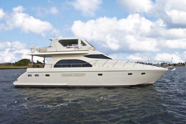 Hampton Motor yacht
