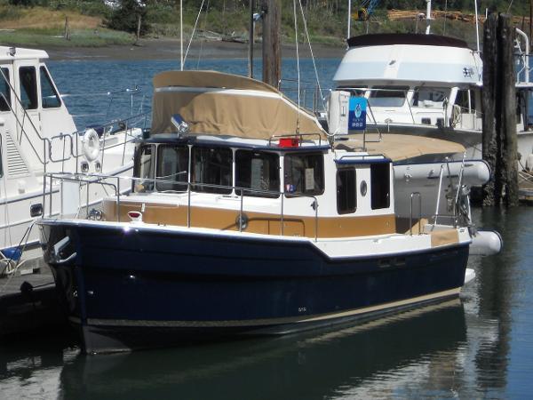 Ranger Tug R-31 CB Port bow