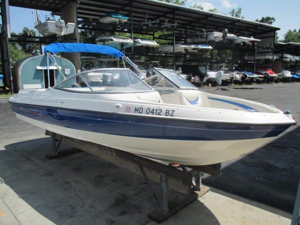 Bayliner 225 Br Starboard Bow