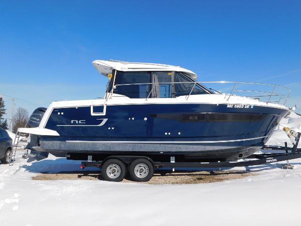 Jeanneau NC 895 Starboard profile