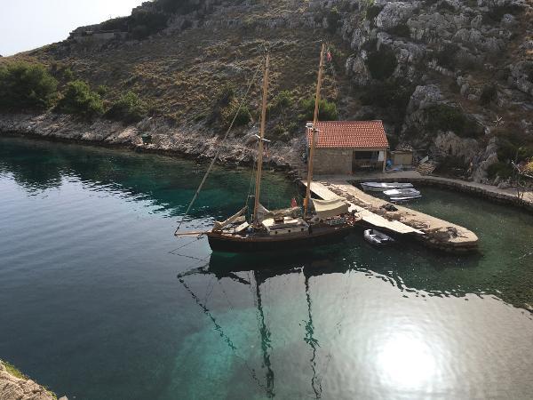 Custom schooner classic
