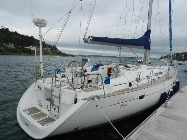 Beneteau Oceanis Clipper 423 Alongside