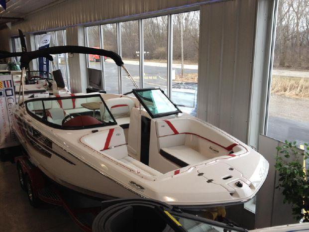 Regal 22 Esx  Fasdeck Deck Boat 22 Fastdek overhd.jpg
