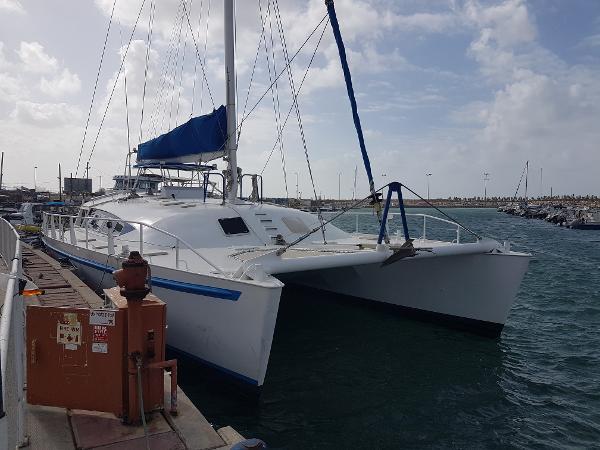 Catamaran midship industries