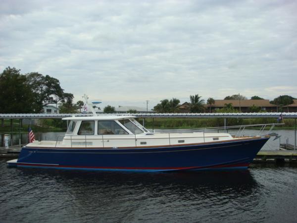 Alden 46 Hardtop Express 46' Alden starboard profile