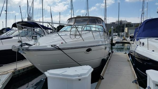 Maxum 3500 SCR Port side bow