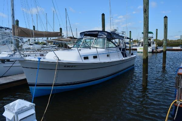 Mainship Pilot 30 Port Side Profile