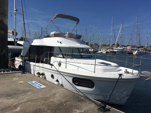 Beneteau. Swift Trawler 30