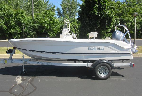 Robalo R160 Center Console PROFILE