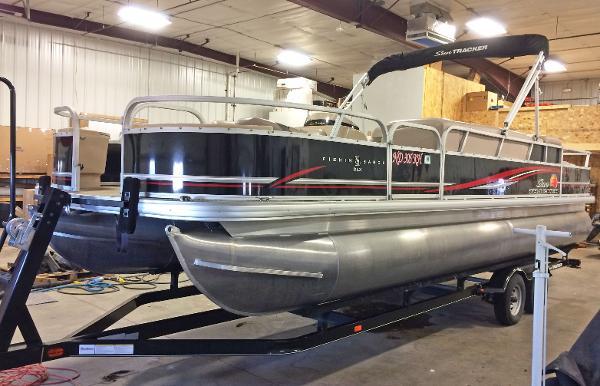 Sun Tracker Fishin Barge 24DLX