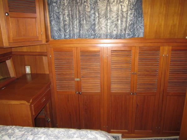 MSR starboard w/ vanity, storage