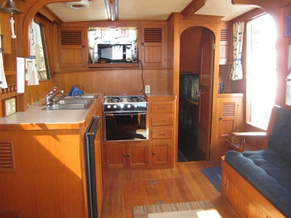 Salon/Galley looking aft