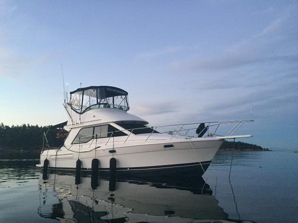 Bayliner 3388 Command Bridge Motoryacht  3388 Bayliner MY