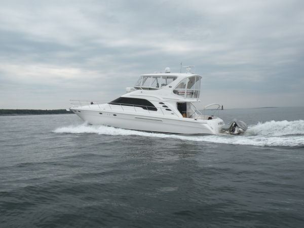 Sea Ray 560 Sedan Bridge Port Quarter Running