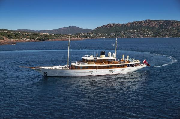Turquoise Yacht Construction Motoryacht 156' Turquoise port forward profile