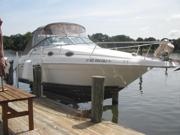 Sea Ray 250 Sundancer Starboard Bow