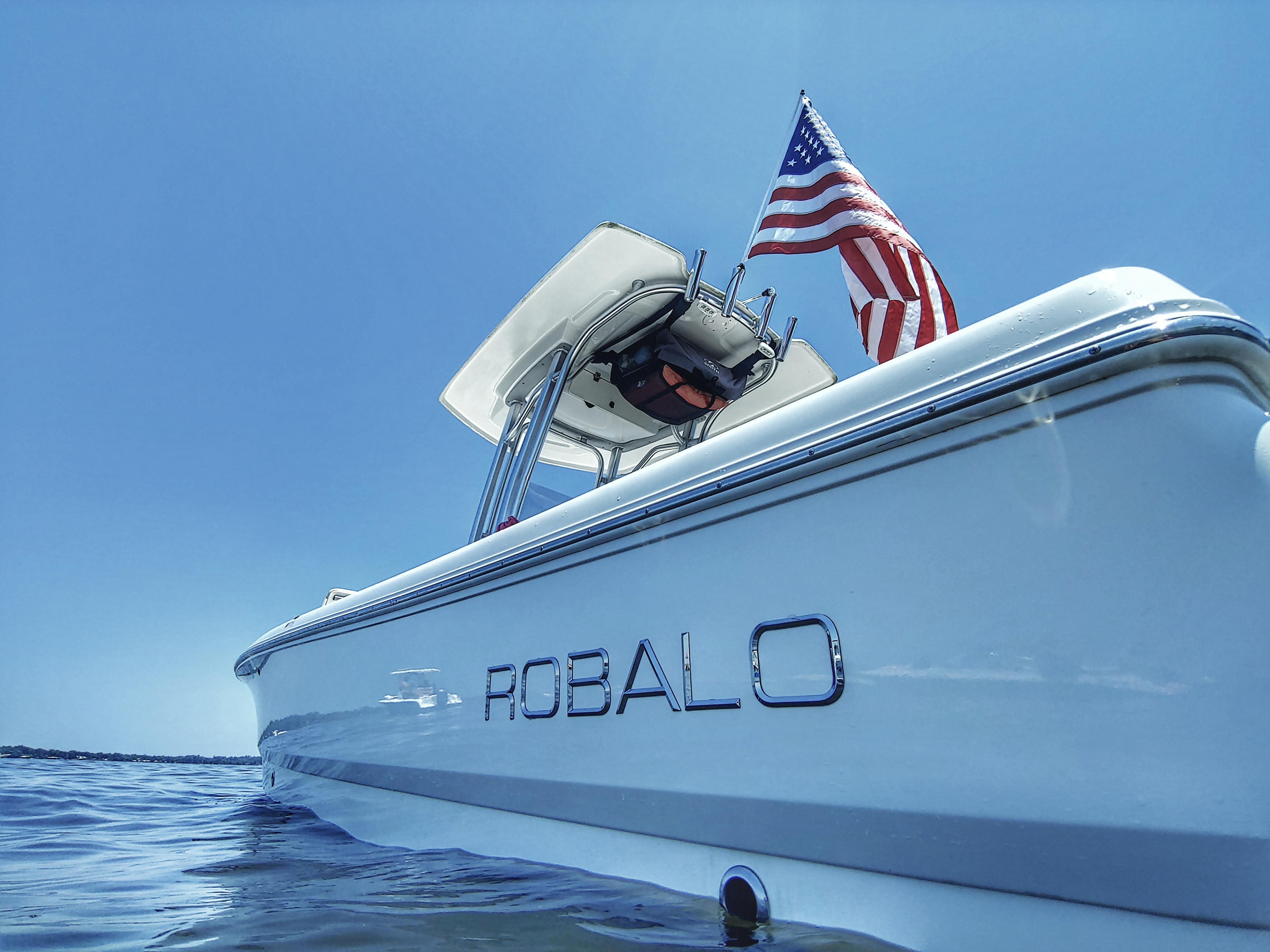 Robalo Cayman 226