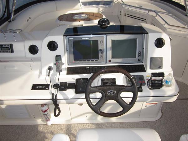 Sea Ray 58 Sedan Bridge Helm