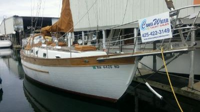 Young Sun 35' starboard at the dock