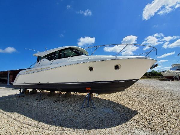 Tiara Yachts 39