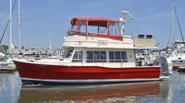 Mainship 400 Trawler Port Side