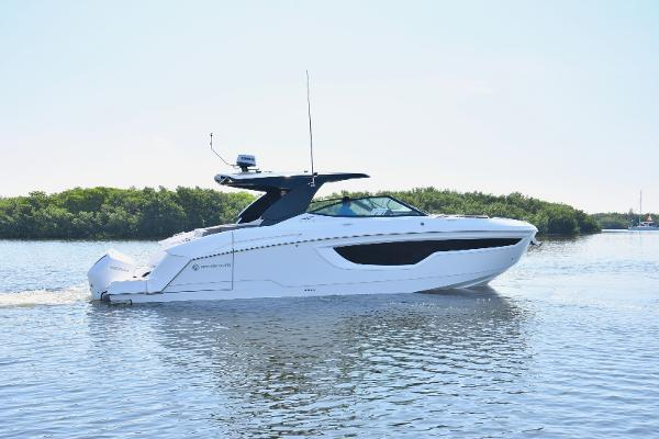 Cruisers Yachts 38 GLS Profile