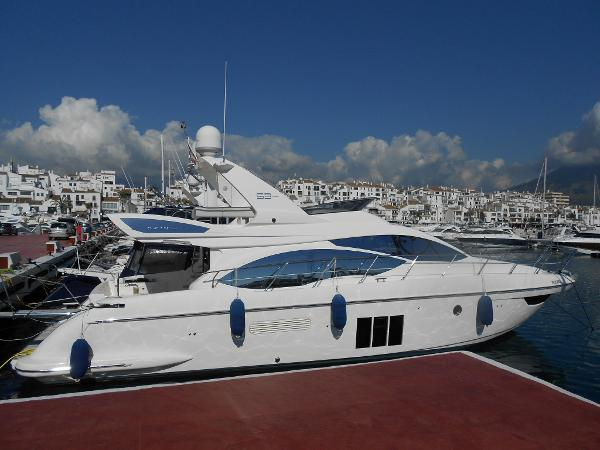 Azimut 53 Flybridge On Berth