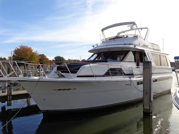 Chris-Craft Constellation 501 Exterior 1