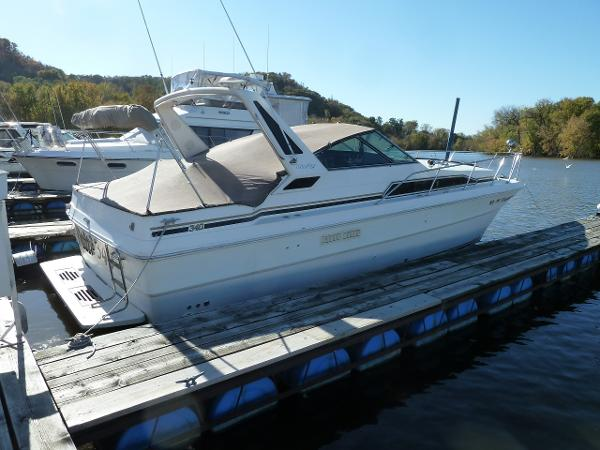 Sea Ray 340 Express Cruiser