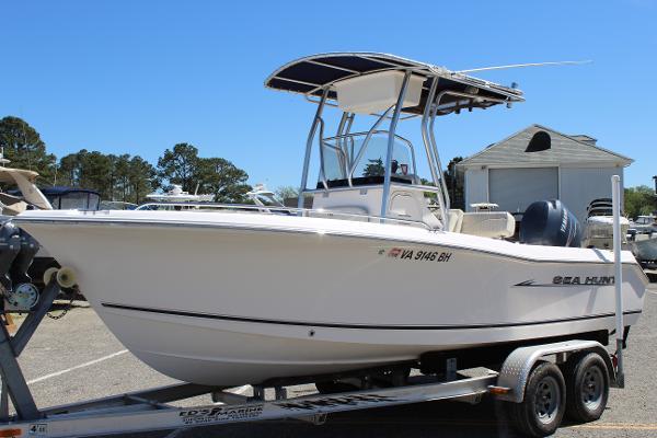 Sea Hunt Triton 207