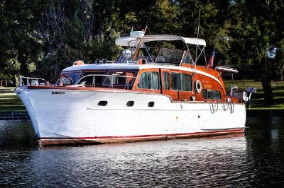 Chris-Craft Flybridge Motor Yacht
