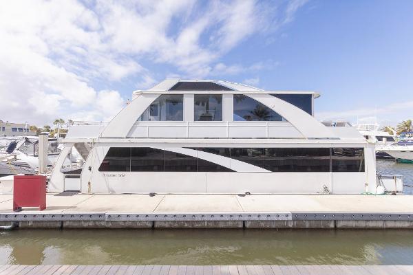 Destination Yachts houseboat
