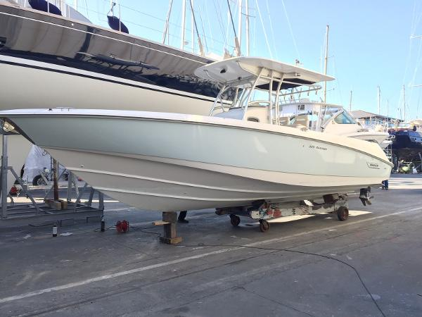 Boston Whaler Outrage 320 IMG_1768