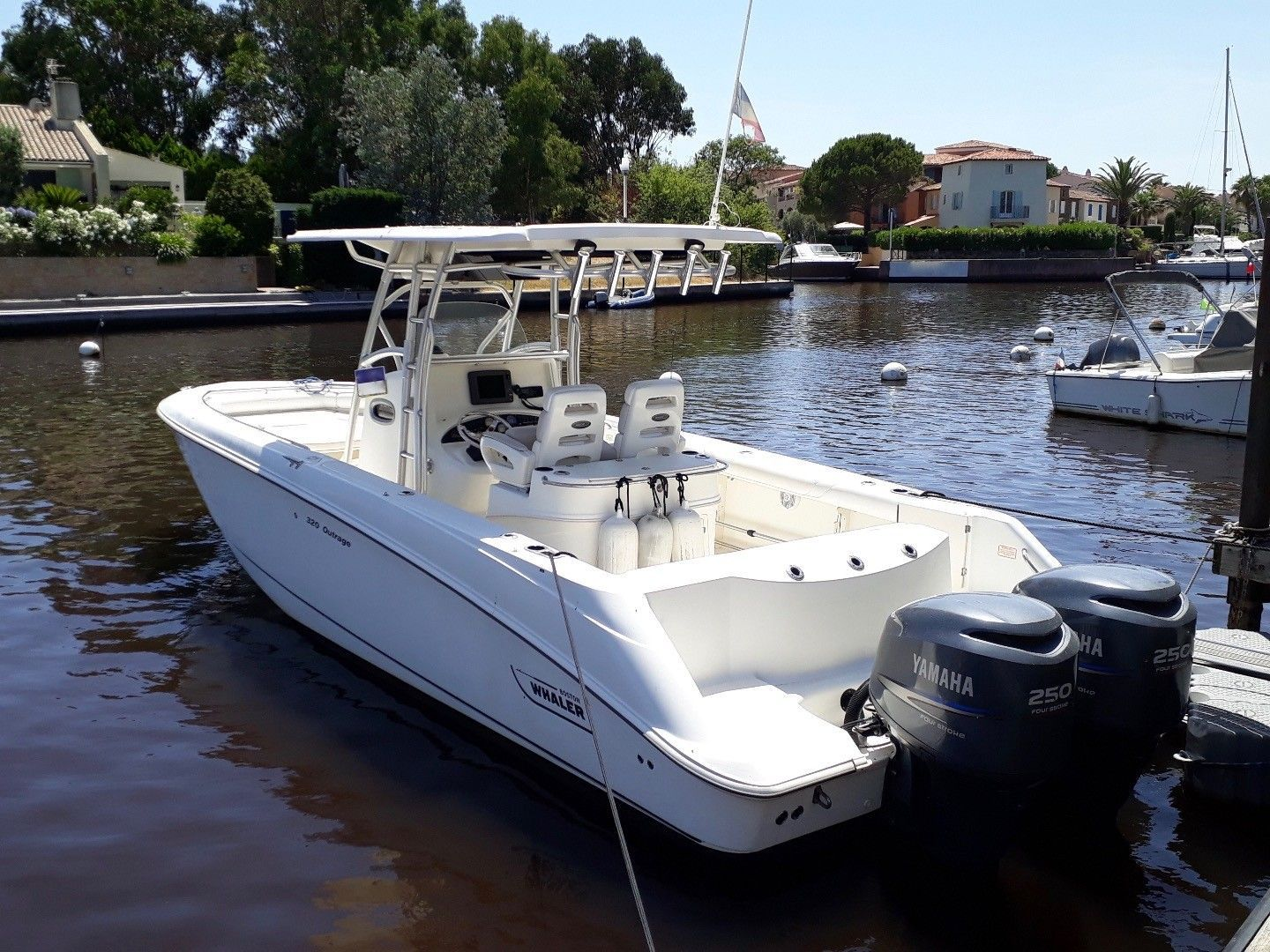 Boston Whaler Outrage 320 Cuddy Cabin