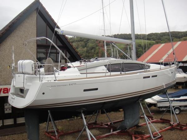 Jeanneau Sun Odyssey 44DS On Hard