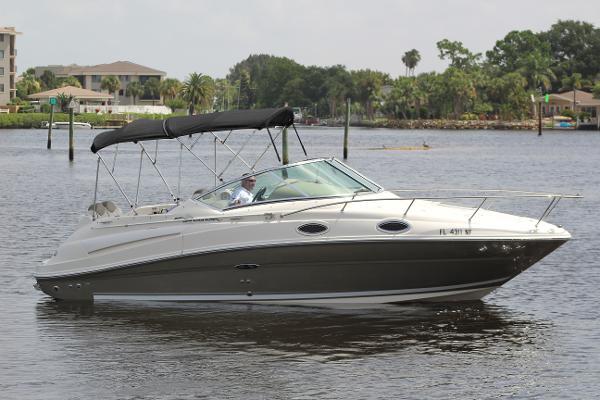 Sea Ray 240 Sundancer Main Profile