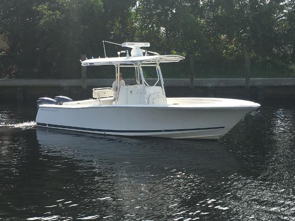 Southport 26 Center Console Striking lines