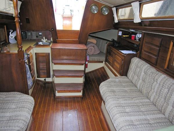 Islander Yachts 36 Salon