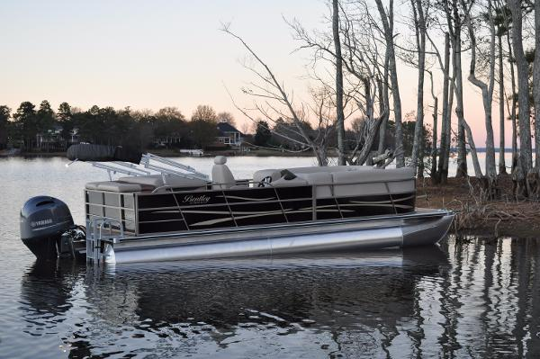 Bentley Pontoons 240/243 Cruise