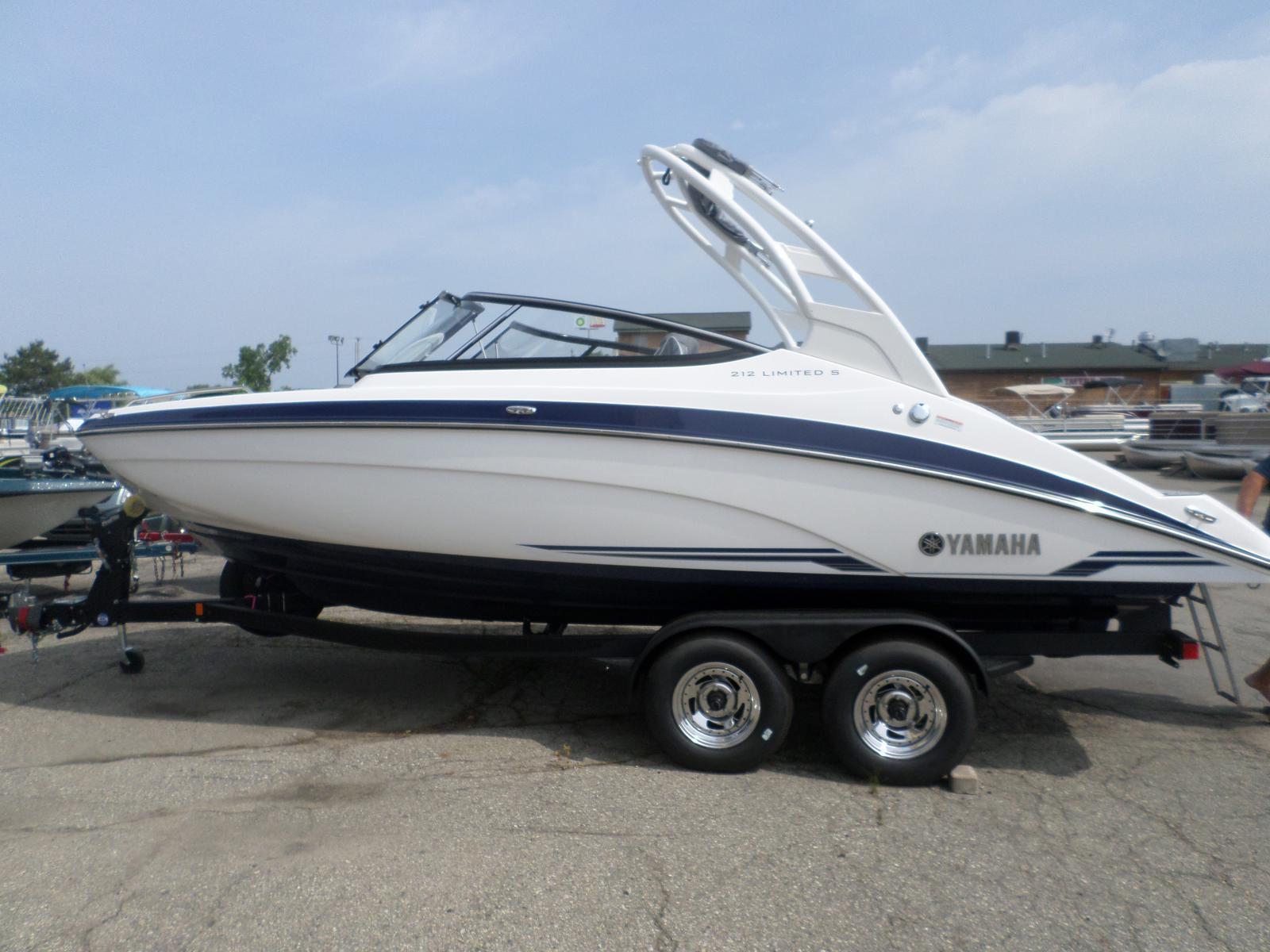 Yamaha jet boats 212 LIMITED S