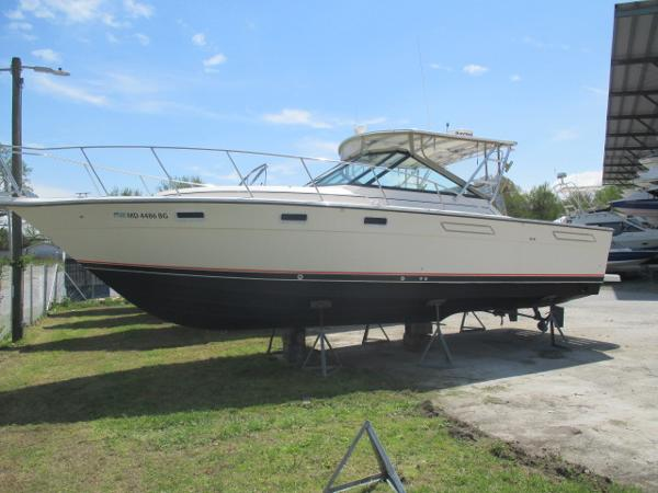 Tiara 3100 Open Port Bow