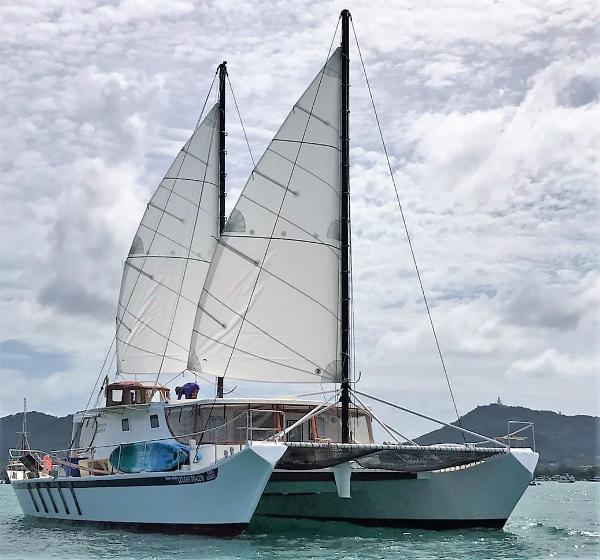 Catamaran Brand 58