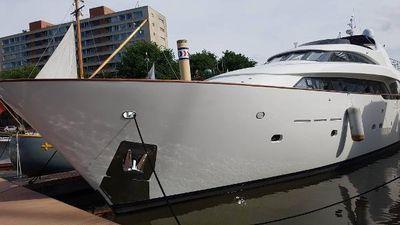 Bugari 27m In Port