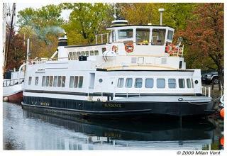 Live aboard Live aboard, restaurant